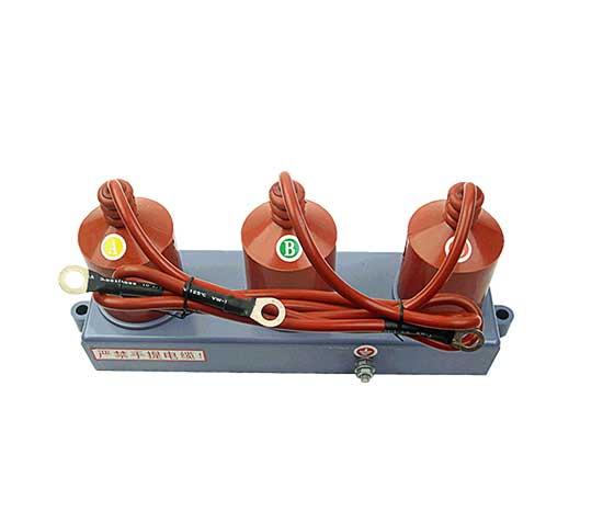 GPT-C-7.6F/131选型GPT-C-7.6F/131原理  GPT-C-7.6F/131原理:主要用于35KV以下电力系统中,保护母线、电压互感器、电机及并联补偿电容器等设备的绝缘,使用免受过雷电过电压和操作电压的损坏。本系列产品对相间和相对地过电压均能起到可靠的限制作用。 GPT-C-7.6F/131 三相组合式过电压保护器的使用选择 三相组合式过电压保护器分为无间隙型和有串联间隙型,使用上的区别为:对无间隙型过电压保护器而言,只要系统上有过电压,都能很好的吸收和抑制;而有间隙 型过电压保护器,